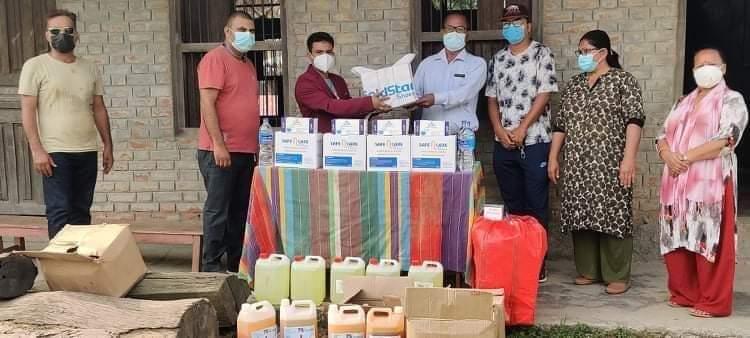 एनआरएनए युगान्डाबाट जीतपुर सिमरामा  ७८ थान अक्सिजन सिलिन्डरसहितको स्वस्थ्य सामाग्री सहयोग हस्तान्तरण
