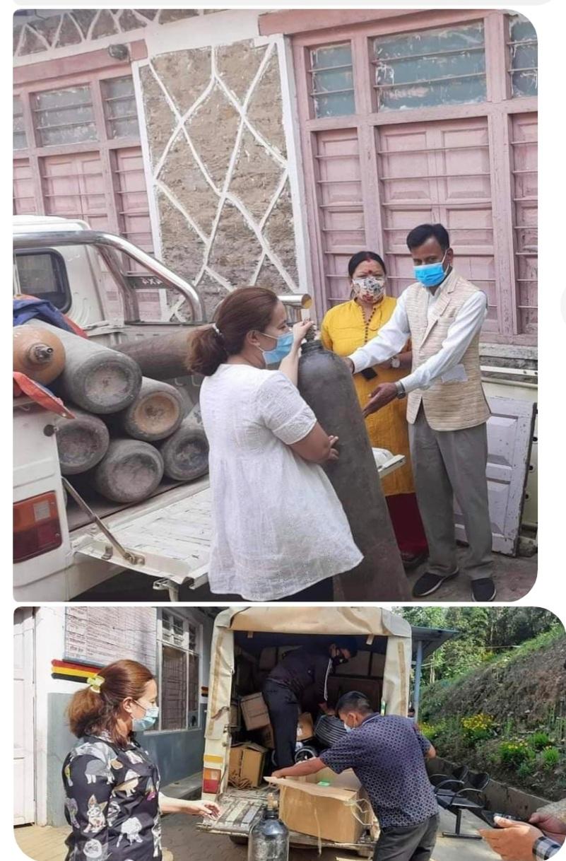 एनआरएनए अफ्रिकाद्वारा जिल्ला अस्पताल अछामलाई १० थान अक्सिजन  सिलिण्डर हस्तान्तरण
